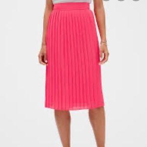 NWOT Banana Republic pink pleated midi skirt